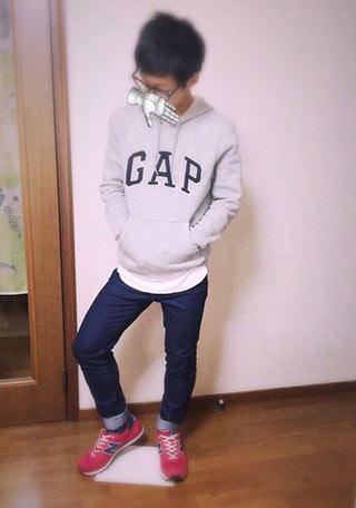 GAPパーカーコーデ1