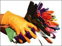 420f9ef743e8 クオリティとファッション性を兼ね備えた革手袋で定評のあるイタリアの手袋ブランド。 カラー展開が幅広く男性女性問わず一定の人気があります。お値段は1万5千 円程 ...