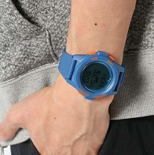 プーマ青腕時計